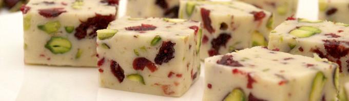 turrón de crema de orujo, pistachos y arándanos