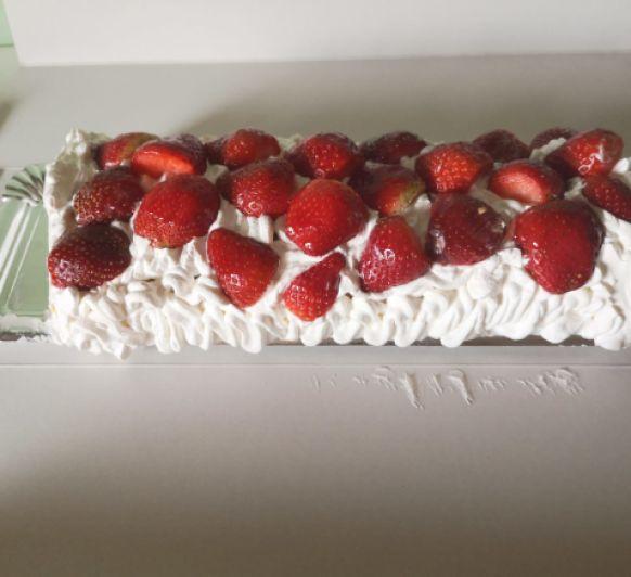Brazo de gitano de nata y fresas Para celiacos